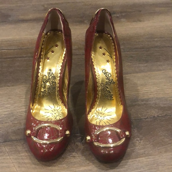 Fun red patent round toes shoes